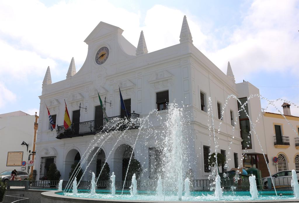El Ayuntamiento de Cartaya hace un llamamiento al uso de la mascarilla en nueve idiomas.