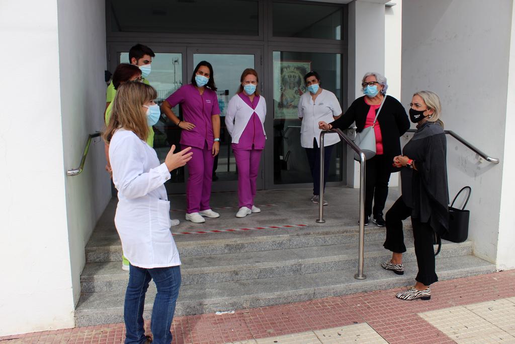 El Ayuntamiento de Cartaya apoya al Centro de Mayores y Dependientes de la localidad para hacer frente al COVID-19.
