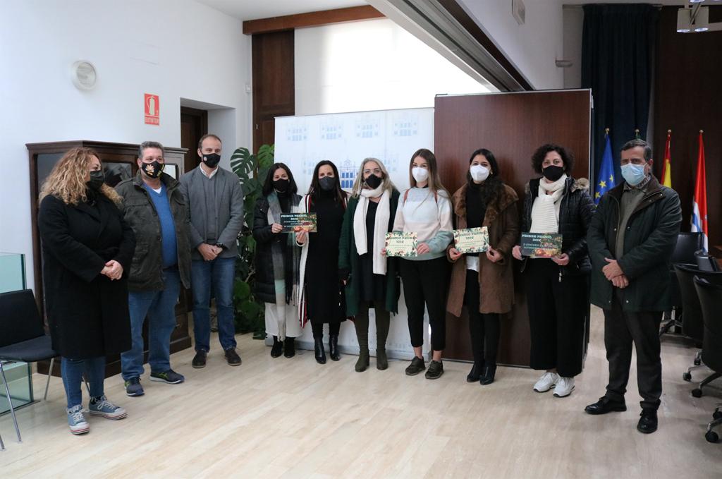 El Ayuntamiento de Cartaya reparte 600 euros en premios en el II Concurso de Escaparates Navideños.