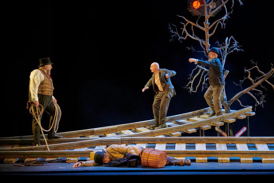 El XV Ciclo de Teatro de Otoño de Cartaya cierra este domingo su edición de este año con 'Esperando a Godot'.