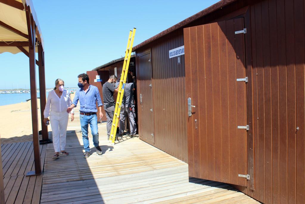 Las playas de El Rompido y Nuevo Portil, equipadas para el verano