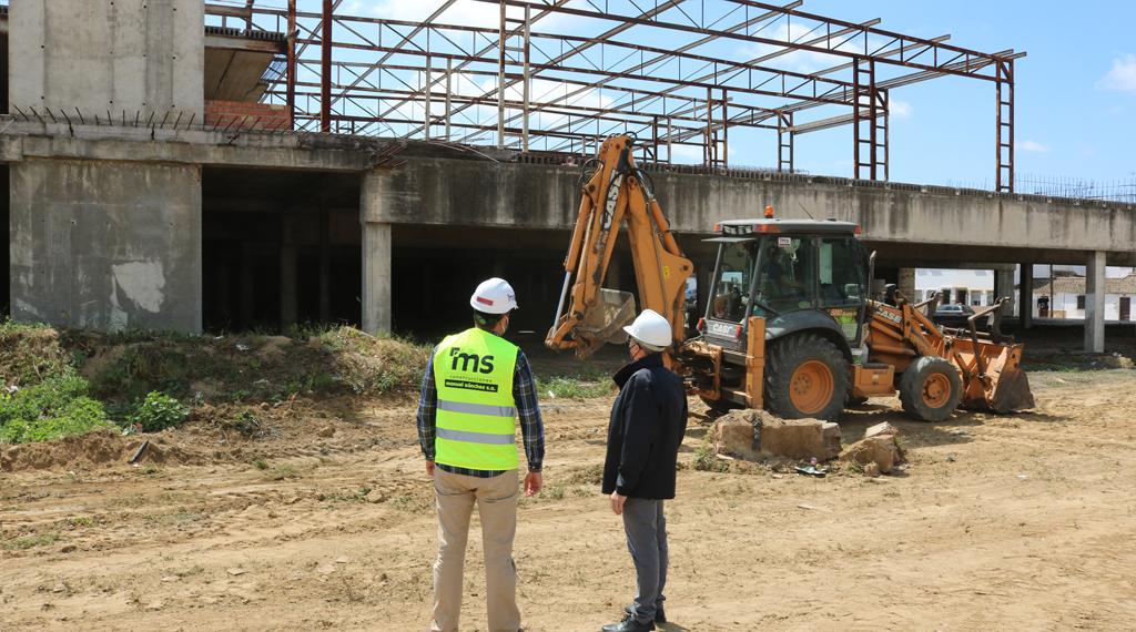 Ante el abandono del edificio, el Ayuntamiento inicia las obras de refuerzo de la estructura y cerramiento del Pabellón, para garantizar la seguridad