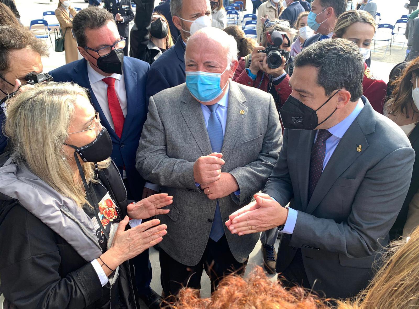 La alcaldesa se reúne con el presidente de la Junta y el consejero de Salud para garantizar que el CHARE de la Costa sea un hospital
