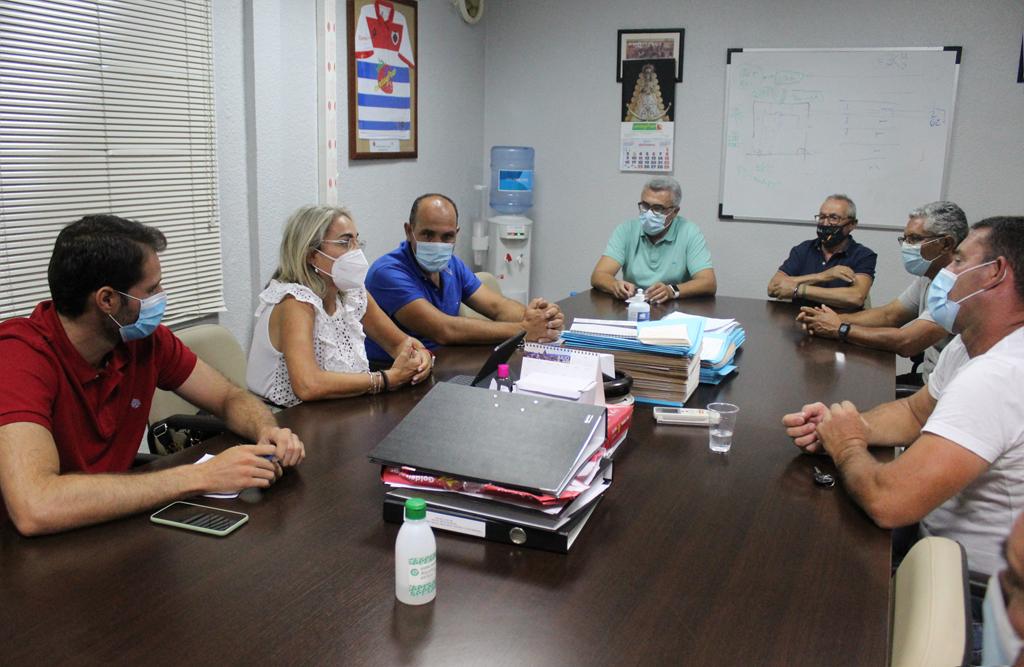 El Equipo de Gobierno del Ayuntamiento de Cartaya se reúne con el Consejo Rector de la Cooperativa Hortofrutícola de la localidad para trazar las nuevas líneas de trabajo.