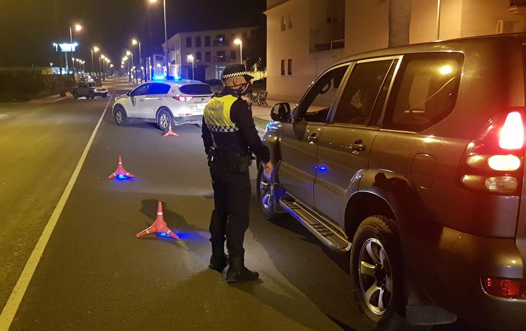 La Policía Local evita concentraciones de personas en seis espacios públicos de la localidad durante el fin de semana