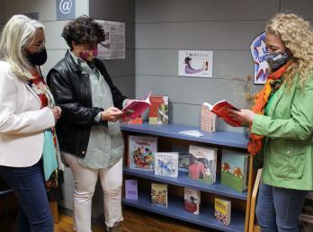El Ayuntamiento de Cartaya y la Diputación crean un espacio de literatura por la igualdad en la Biblioteca Municipal.